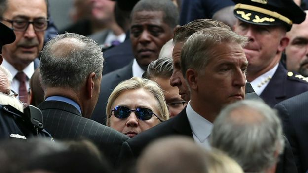 Хиллари Клинтон в окружении охраны