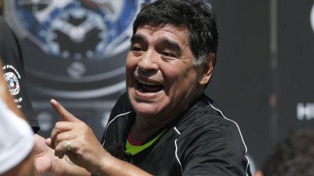 Después de exigirle que volviera con el título, Maradona se solidarizó con Messi.
