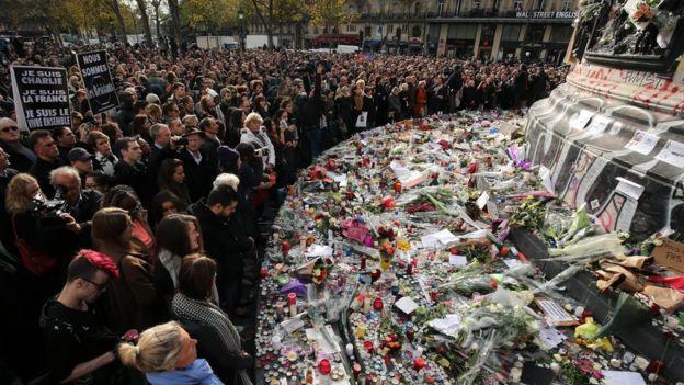 Minute's silence in Place de la Republique (16 November)