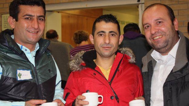 Jelil Alou, un refugiado sirio patrocinado por el gobierno de Canadá, junto a Muhamad Abdo e Ibrahim Halil Dudu, patrocinados por Jim Estill y la Asociación Musulmana de Guelph