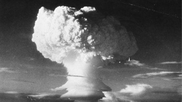 mushroom cloud, 1952