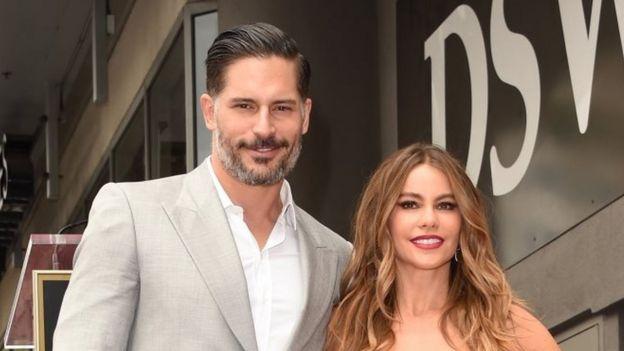 Sofia Vergara, y Joe Manganiello en el Paseo de la Fama de Hollywood en 2015.