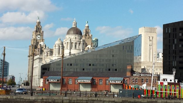 Powerhouse Foyer Liverpool : Merseyside business leaders call for devolution deal bbc