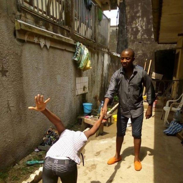 Dunia na Vjimambo: KUTANA NA SALAMU ZISIZOKUWA ZA KAWAIDA KUTOKA CAMEROON...INACHEKESHA
