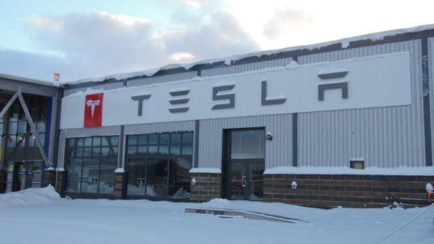 electric cars, Tesla showroom in Norway