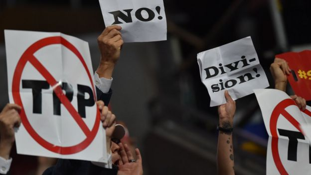 Afiches de protesta contra el Acuerdo Transpacífico