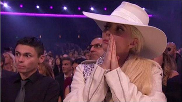 Lady Gaga reacciona al discurso de Selena Gómez.