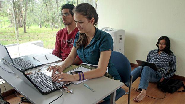 Estudiantes en la Universidad Yachay en Ecuador