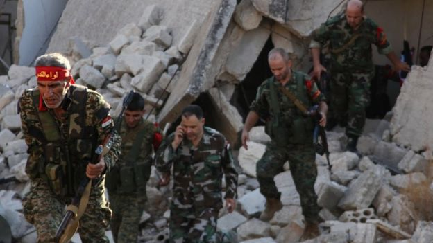 Pro-Syrian government soldiers advance in Aleppo's rebel-held neighbourhoods