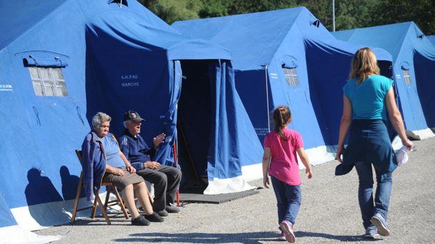 Tiendas de campaña temporales en Pescara del Tronto.