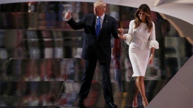 Donald Trump deixando o palco com sua mulher depois do discurso na Convenção Nacional Republicana em Cleveland, Ohio, em 18 de julho