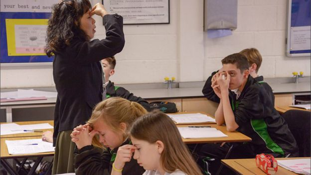 How does education in england work?