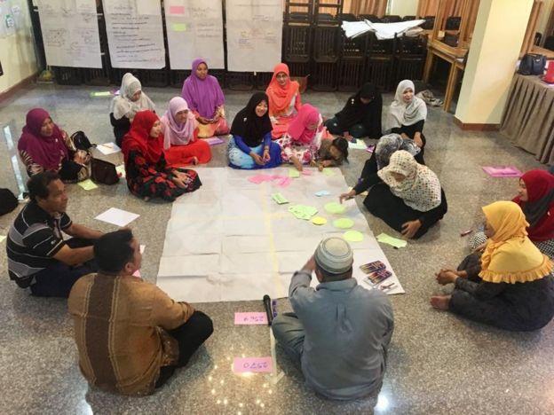 ชายแดนใต้, มุสลิม, ผู้หญิง, เครือข่ายผู้หญิง, สามจังหวัด, ความขัดแย้ง, ฐิตินบ โกมลนิมิ, วันสตรีสากล,