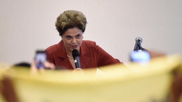A presidente afastada Dilma Rousseff fala com blogueiros em São Paulo, em 20 de maio de 2016