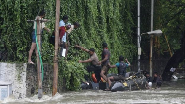 Indian policemen rescue people from flood waters in Chennai, India, 02 December 2015.Indian policemen rescue people from flood waters in Chennai, India, 02 December 2015.