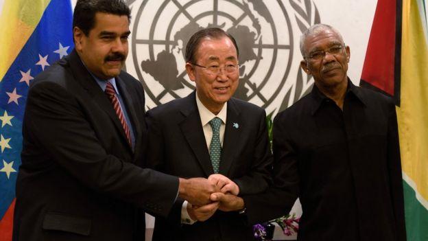 Los presidentes de Venezuela y Guyana con el exsecretario general de la ONU, Ban Ki-moon.