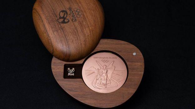 Caja de madera en la que se guardan las medallas.