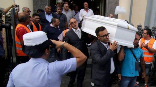 İtalyanlar Tiziana-nın ölümündən təsirləniblər və dəfni İtaliya mediasına geniş yayımlanıb