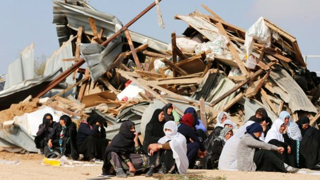 Israeli Arab women sit next to demolished homes in Umm al-Hiran (18 January 2017)