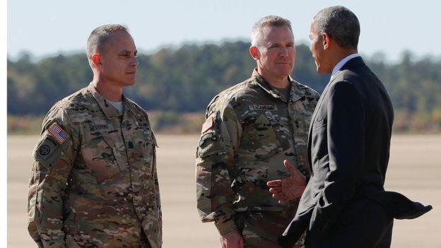 Obama cumprimenta soldados americanos