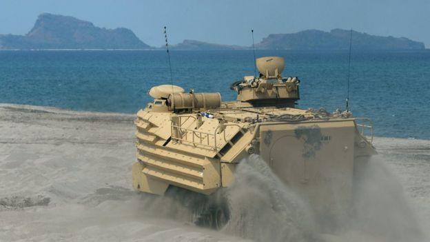 菲律賓和美國在黃岩島附近舉行聯合軍演。