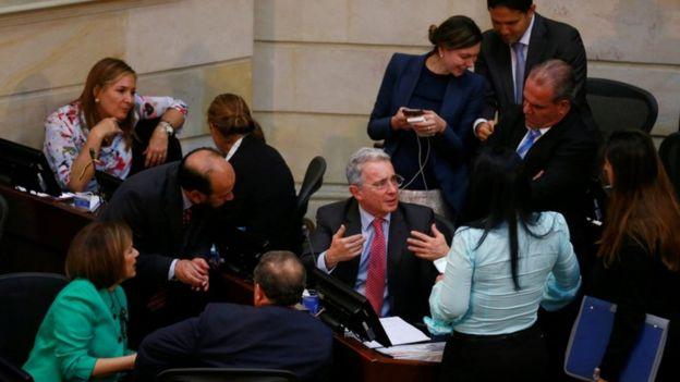 El expresidente Uribe insiste en que está abierto al diálogo.