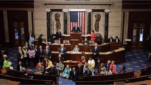Los legisladores demócratas realizan una