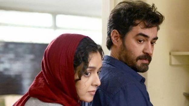 فروشنده داستان زن و شوهری به نام رعنا و عماد (با بازی شهاب حسینی و ترانه علیدوستی) را روایت میکند