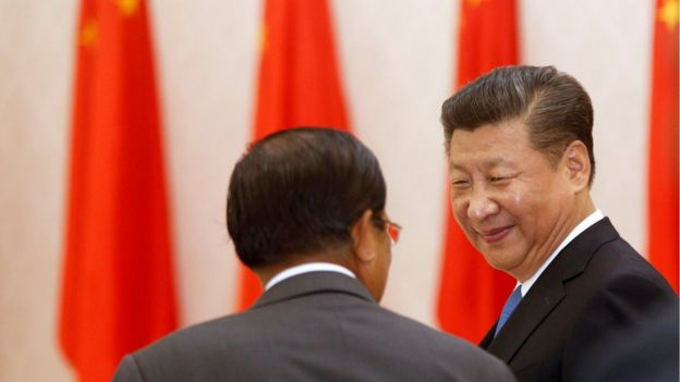 Chinese President Xi Jinping (right), smiles next to Cambodian Prime Minister Hun Sen at the Prime Minister