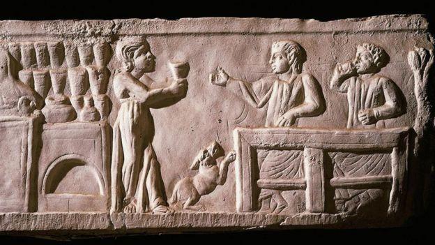 Roma içki içen insanlar rölyefi