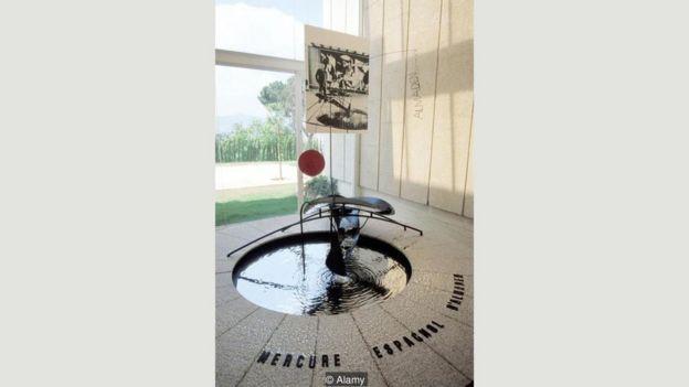 Alexander Calder'in 'Cıva Havuzu' adlı eseri