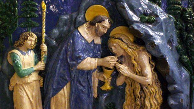 Maria Madalena recebendo sua última comunhão, por Andrea Della Robbia