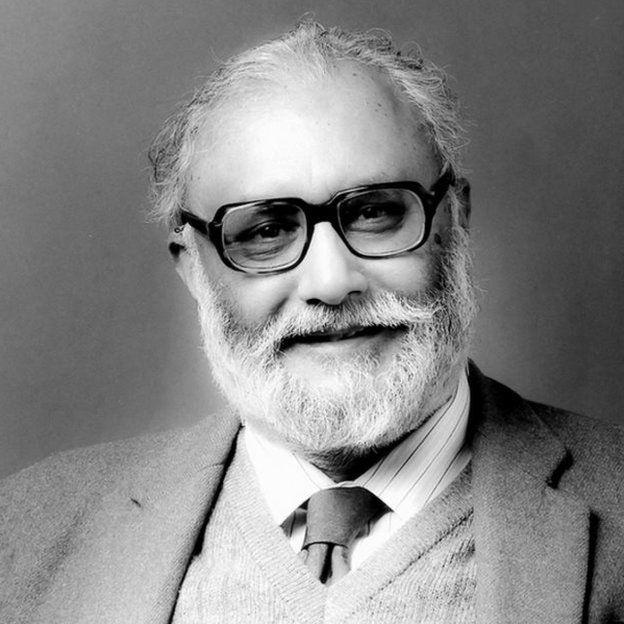 حامیان پروفسور سلام استدلال میکنند که اعادهی حیثیت او بعد از مرگش نشان میدهد که پاکستان میخواهد به یک کشور 'عادی' تبدیل شود