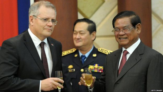 Then Australian Immigration Minister Scott Morrison with Cambodian Interior Minister Sar Kheng (Sept 2014)