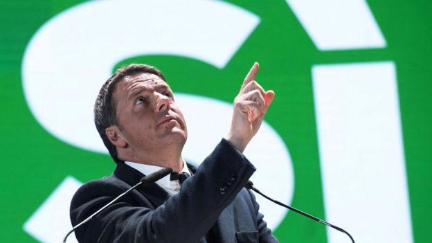 O primeiro-ministro da Itália Matteo Renzi renunciou após um plebiscito sobre reforma política em mais uma das reviravoltas políticas do ano