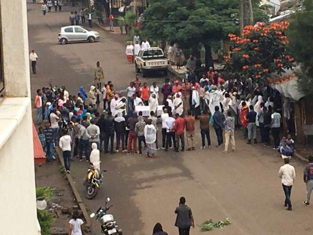 Raia wa Ethiopia wazika jamaa zao waliouawa katika makabiliano na polisi