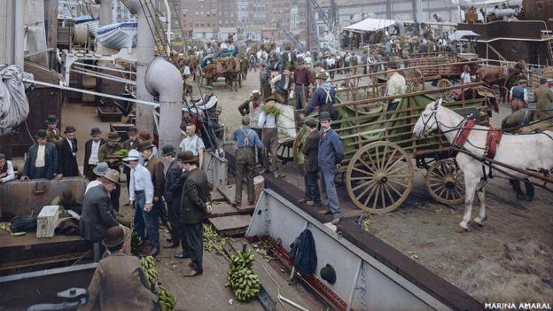 Região conhecida como Banana Docks, no pier de Nova York, no início do século 20
