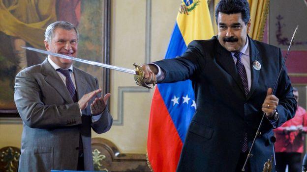 El presidente Nicolás Maduro e Igor Sechin, director ejecutivo de Rosneft (izquierda).
