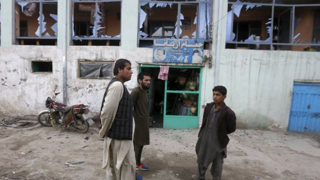 Afghanistan violence: Deadly bomb and gun attack hits Kabul