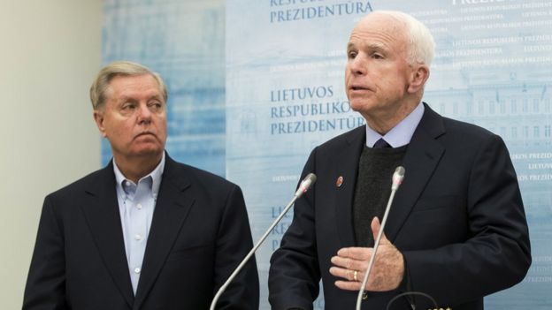 Los senadores republicanos Lindsey O. Graham y John McCain