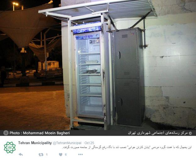 A 'Payan-e Kartonkhabi' fridge on a Tehran street