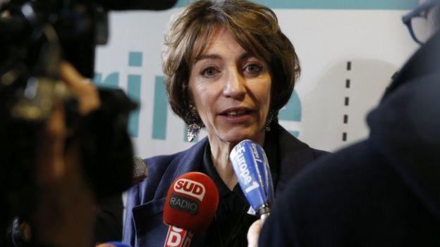 Marisol Touraine speaks to journalists