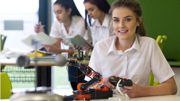 Jóvenes estudiantes de ingeniería