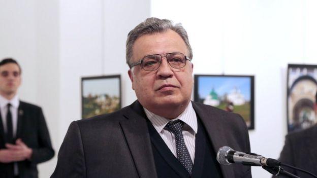 Andrei Karlov, el embajador ruso en la galería