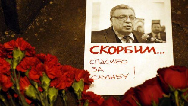Flores en memoria de Karlov.