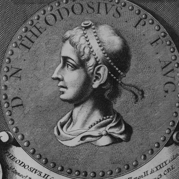 El emperador Teodosio I (379-395) fue quien dividió el imperio romano a la mitad y le dio el poder a sus dos hijos Arcadio y Honorio.