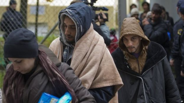 Migrants at Gruskovje, Slovenia, wait to be transferred by bus to Austria 17/10/2015