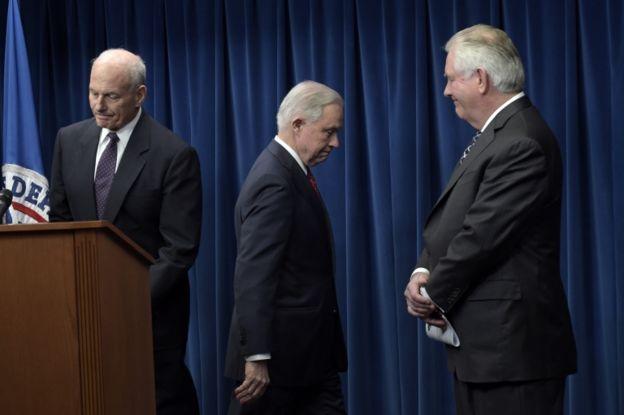 La medida fue anunciada por Kelly, Sessions y Tillerson.