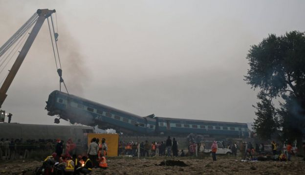 Rescuers work at the site after 14 coaches of an overnight passenger train rolled off the track near Pukhrayan village in Kanpur Dehat district of the northern Indian state of Uttar Pradesh, India, Monday, 21 November 2016