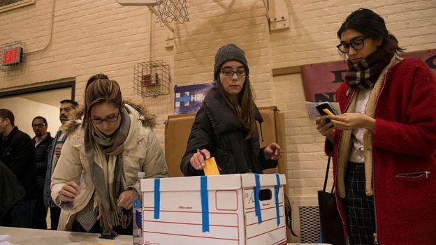 Votantes en un caucus de Minneapolis, Minnesota, el 1ro de marzo de 2016